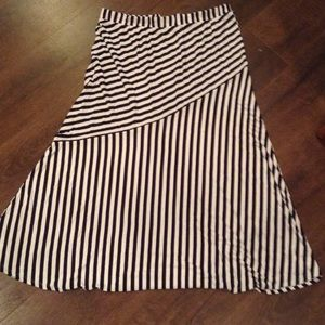 Dresses & Skirts - Avenue maxi skirt