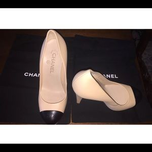 CHANEL Shoes - AUTH Chanel beige and black pumps