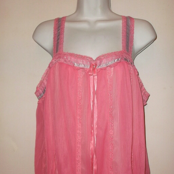 Vintage Vanity Fair Nightgown 32