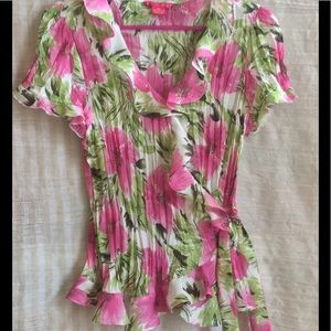 Sunny Leigh Tops - 🌷Pretty blouse🌷