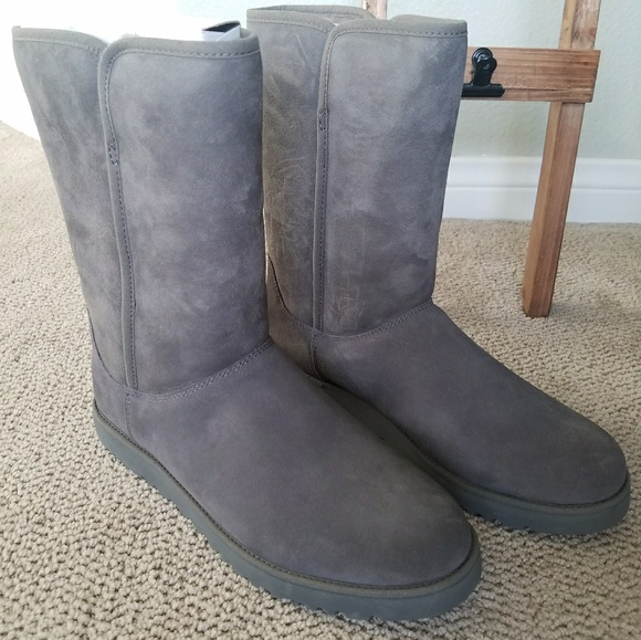 d734653aa0e 🎁UGG Michelle short boots in gray comes in box NWT