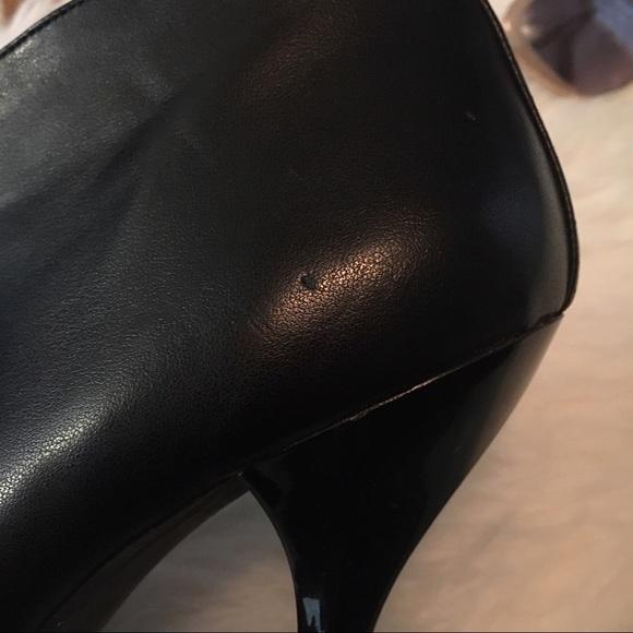 Nine West 👀nine West V Cut Black Pull On Ankle Bootie