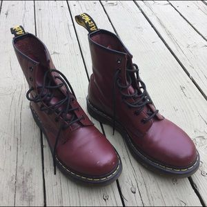 Dr. Martens Shoes - Adorable rust red classic docs