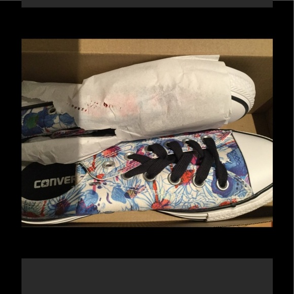 14 off converse shoes converse ctas ox spray paint rare nwt from. Black Bedroom Furniture Sets. Home Design Ideas