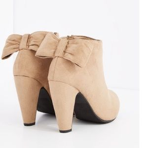 Taupe bow tie booties