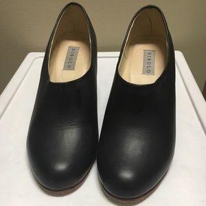 Nisolo Shoes - Nisolo Austin noir heels!