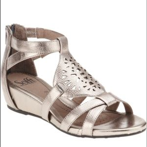 NWT SOFFT BREEZE GLADIATOR SANDALS IN   METALLIC
