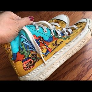 Keds Shoes - Women's vintage 1994 Looney tunes keds GUC