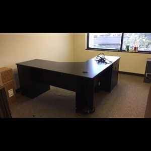 Bellwood Other - Perfect condition Desk