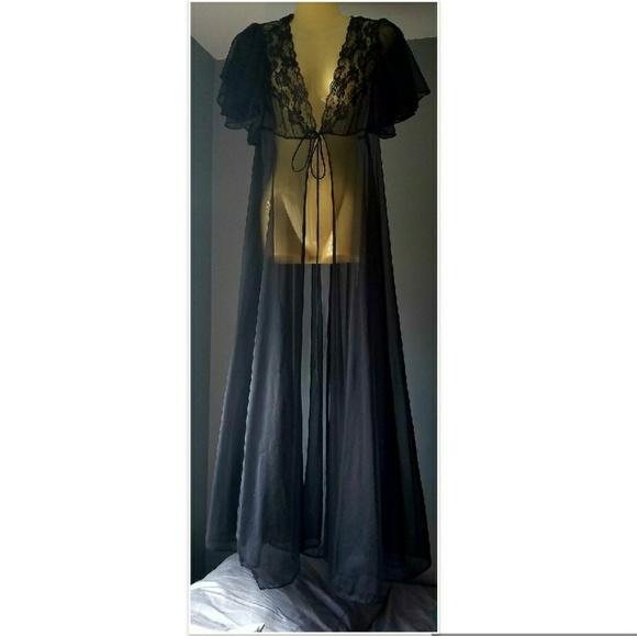 c580ed7f5 Vintage Old Hollywood Glamour Robe. M 5900fc4e713fde5e71028df4