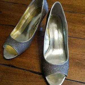 Metaphor Shoes - Sale! Gold Pumps by Metaphor
