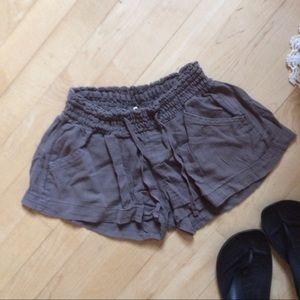 Old Navy Pants - Tan linen shorts