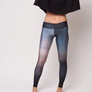 Emily Hsu Designs Pants - Emily Hsu mountain leggings Small NWT