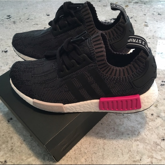 279c37288c056 Adidas NMD R1 black   pink 6.5   7 NEW women s NMD