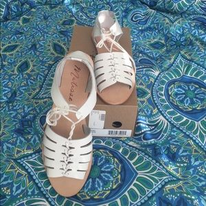 Matisse Shoes - NIB Matisse leather Nora sandal in white