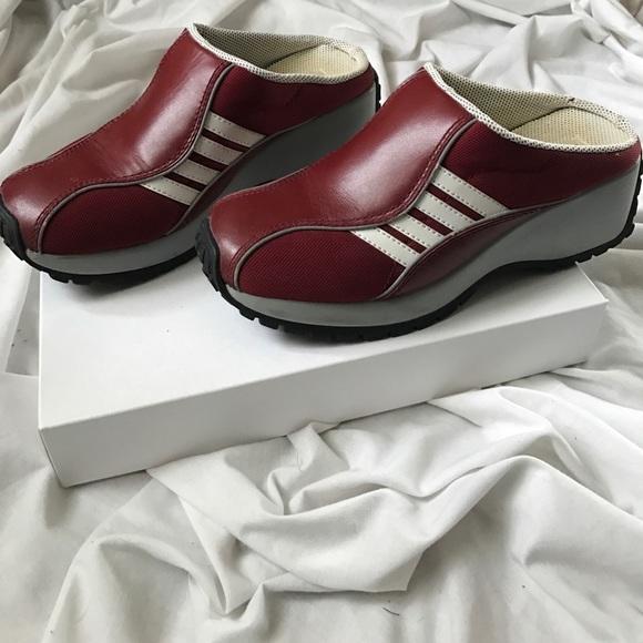 e82bddae32bd Steve Madden Shoes - ❗️MOTHERS DAY SALE❗️STEVE MADDEN Slip Ons