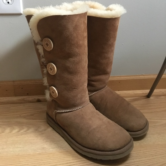 uggs bailey button chestnut size 7