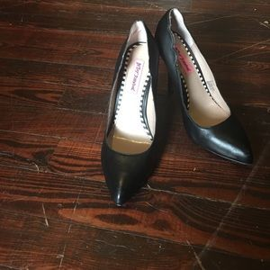 Betsey Johnson Black leather heels size 8
