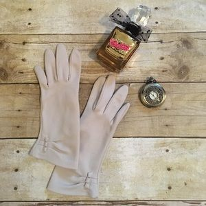 Vintage Accessories - Vintage blush gloves.
