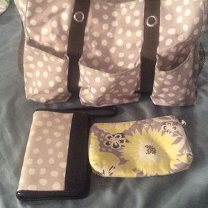 Thirty One Handbags - ! Thirty One wristlet, Cosmetic bag and tote.