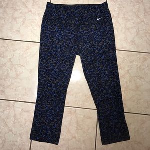 Nike Pants - Nike crop printed leggings