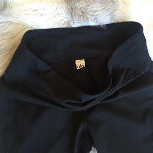 ALO Yoga Pants - Alo crop pants