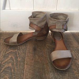 Miz Mooz Shoes - Gray and brown leather Miz Mooz sandals size 38