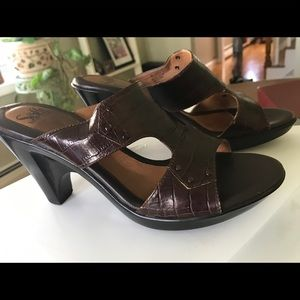 Sandals size 8. Sofft brand