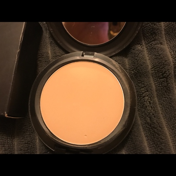 how to apply mac powder plus foundation studio fix