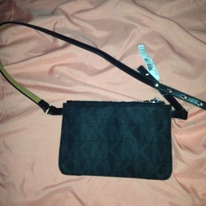 Michael Kors Handbags - 🎉Authentic Michael kors waist bag 🎉final sale