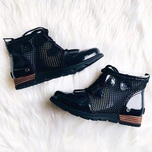 Sorel Shoes - NIB Sorel Major Lace Mesh Boot Black