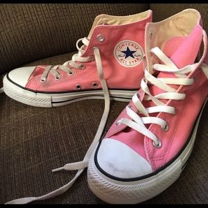 Converse Shoes - Pink high top converses
