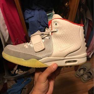 Size 9.5 Nike yezze platinum