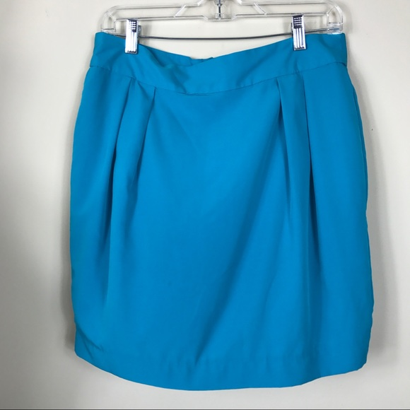 Very pretty above the knee, tulip style skirt by Ann Taylor Loft Petites. Size 2P, fully lined. Gray, Blue and yellow tweed. Would look great with boots, heels or flats.
