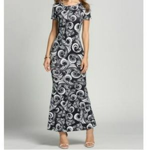 Dresses & Skirts - Black and White Printed Maxi Dress