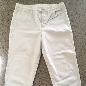 white jones new york capris pants on Poshmark