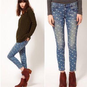 HP 5/1 •Free People• Ditsy Floral Printed Jeans