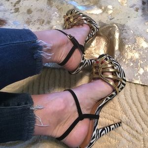 SCHUTZ Shoes - Schutz Heels 👠 Black/white Gold STUNNING!