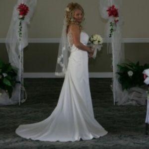 Ivory Davids bridal Glaina wedding dress w beading