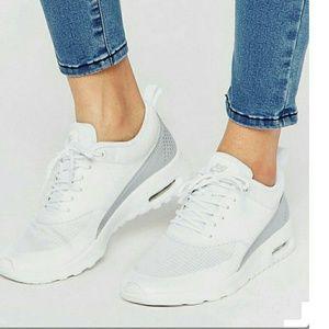 Nike Shoes - NWT Nike Thea txt