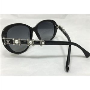 Chanel polarized sunglasses with details