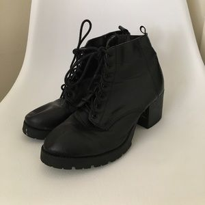 Soda Shoes - Black Heeled Booties!!