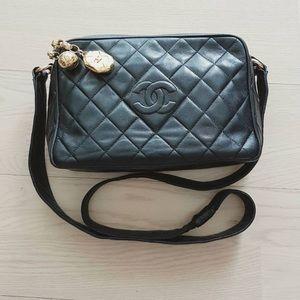 CHANEL Handbags - Vintage Chanel Crossbody