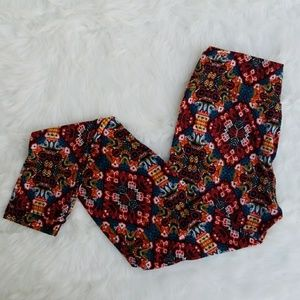 Lularoe One Size Aztec Looking Design. Comfortable