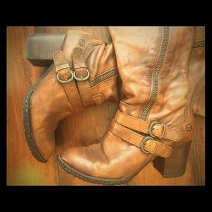 Born Shoes - Brown boots by Born (from Dillard's) in size 7/38