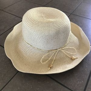 August Hats Accessories - NWOT - August Natural Gold Straw Hat