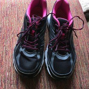 Avia Shoes - 🖤HUGE SALE🖤 Avia sneakers, worn once.