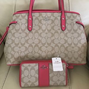 PRICE✂️Coach signature leather tote and wallet nwt