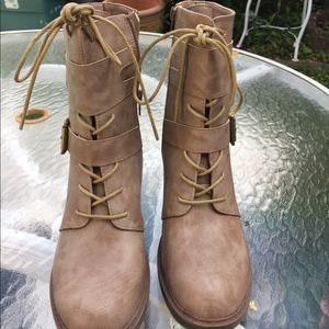 Rocky Shoes - Shoedazzile  combats boots size 8.5