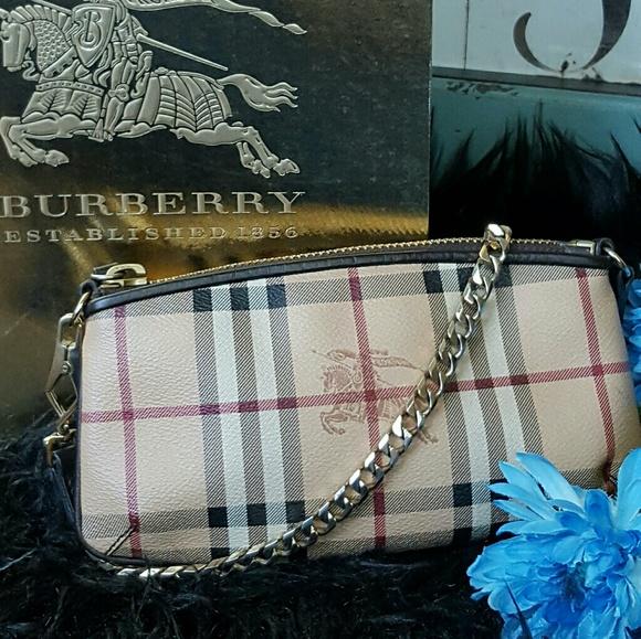 c7950d907fd4 Burberry Handbags - BURBERRY Clara Haymarket Clutch Wristlet